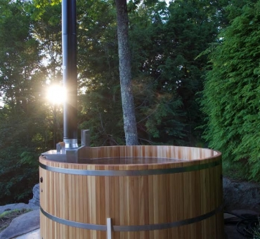 free standing hot tub. Wood fired Hot Tubs Maine Cedar  HandCrafted in